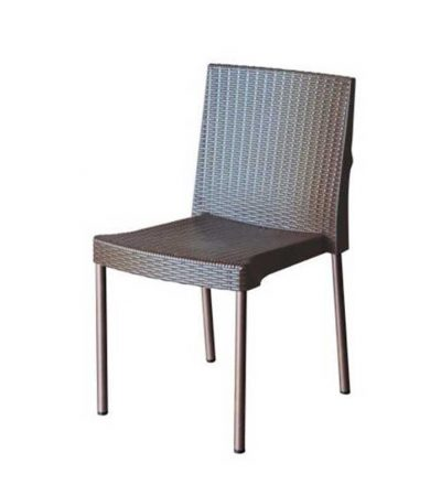 silla trenzada de jardín
