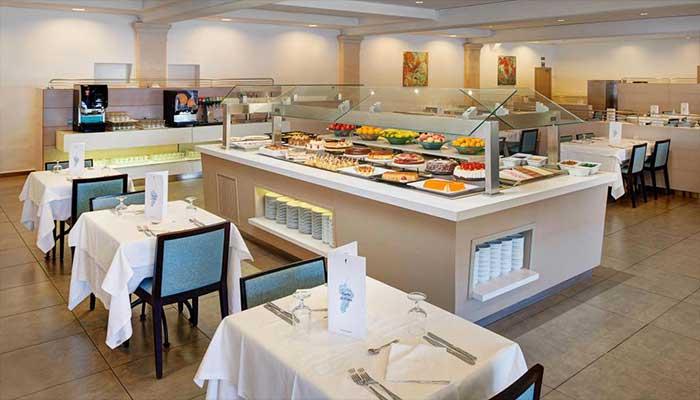 buffet ordenado - Cómo decorar un restaurante: La guía definitiva.